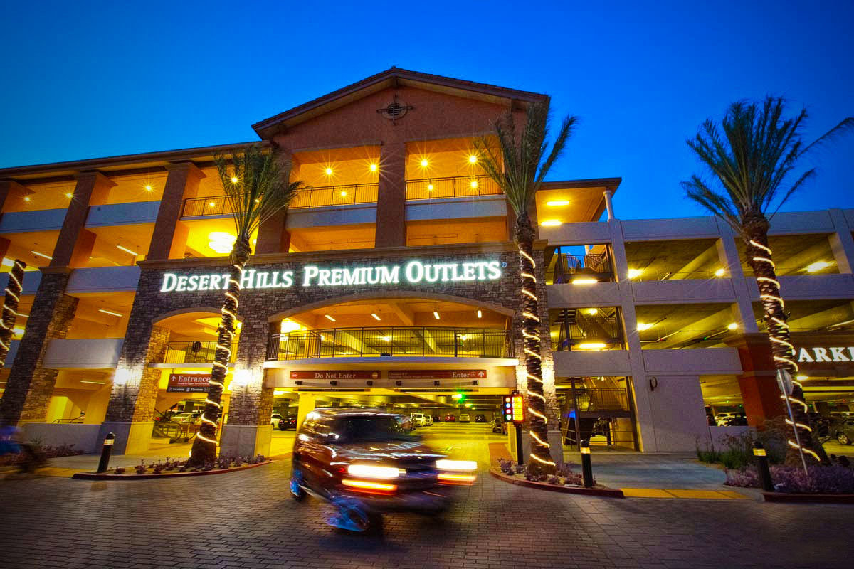 ParkHelp-USA-Guidance-Commercial-Photography-of-Desert-Hills-Premium-Outlets-by-San-Diego-Photographer-Andrew-Abouna-6236