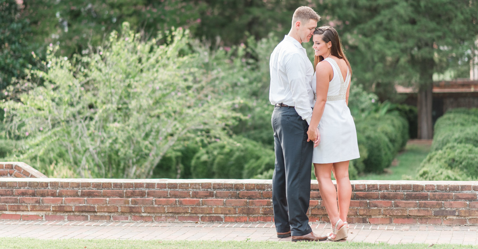southern engagement session in historic yorktown by norfolk wedding photographer