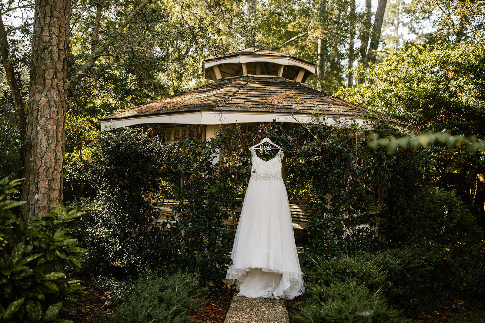 Neil+Courtney_Woodlands Park Wedding in the Woodlands TX_02