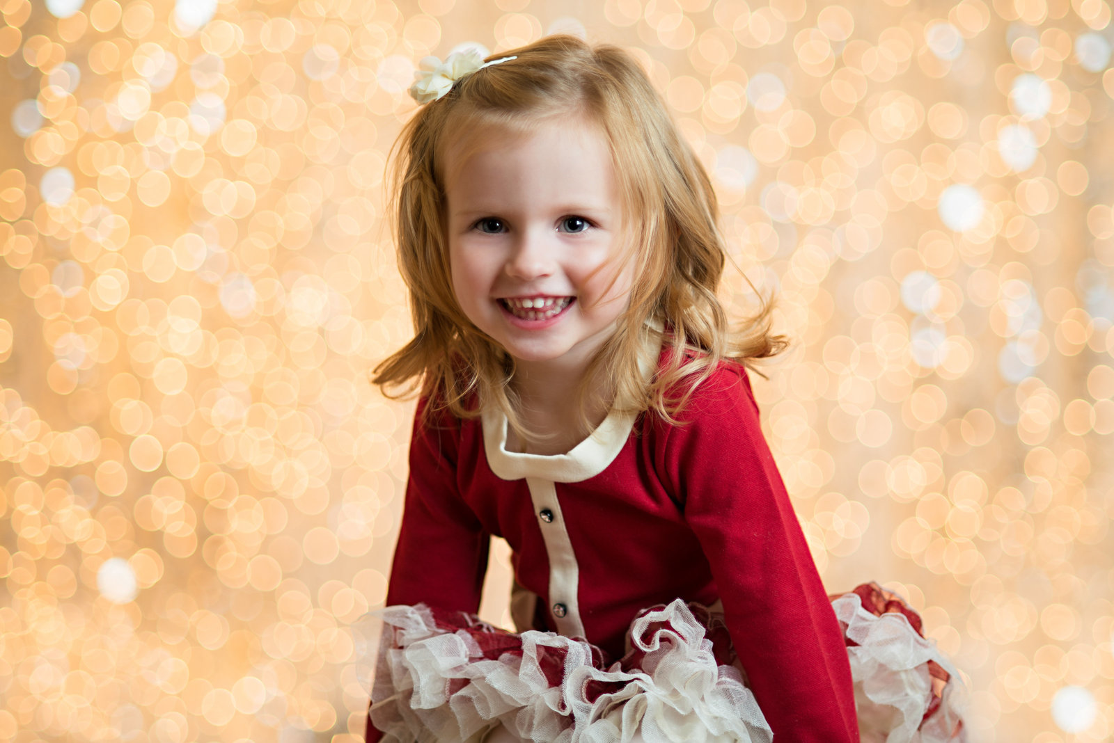 caitlin-chadwick-studios-holiday-mini-portrait-beautiful-blonde-blue-eyed-girl-child-happy-gold-festive_0001-3500