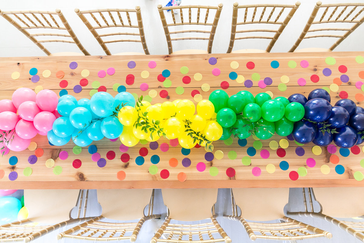 Balloon Artist | I heart balloons | Jacksonville photography branding session | Balloon table with confetti 5