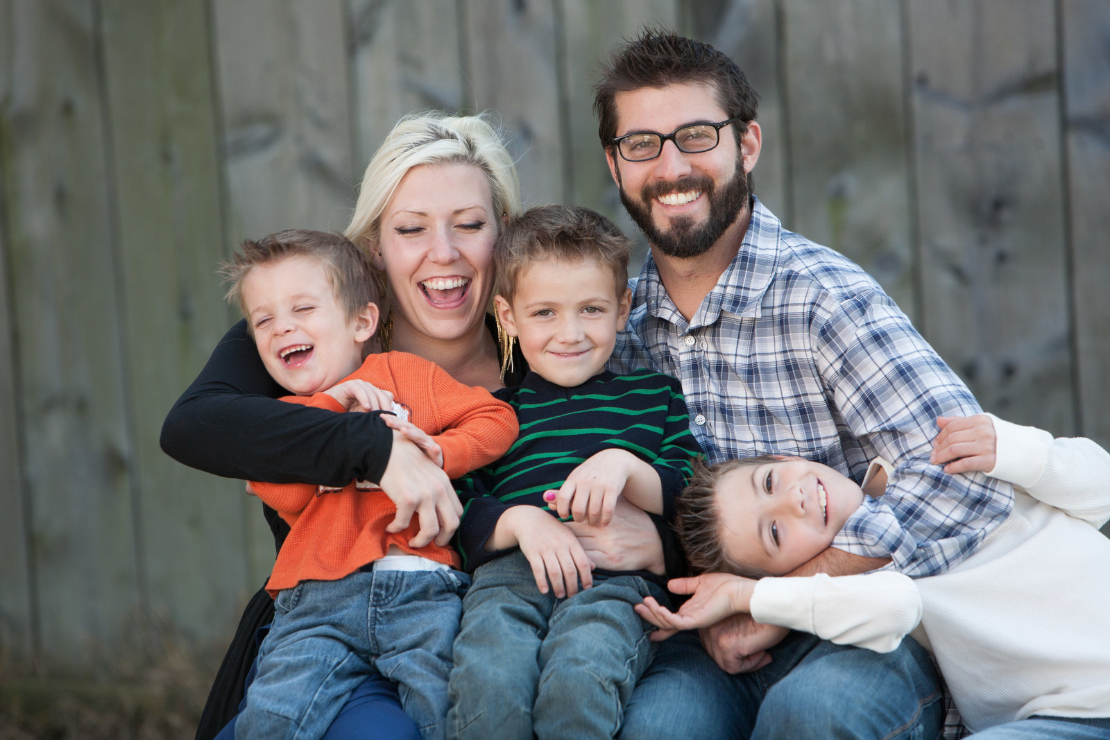 fun, casual outdoor family portrait photographer in the Hudson Valley NY