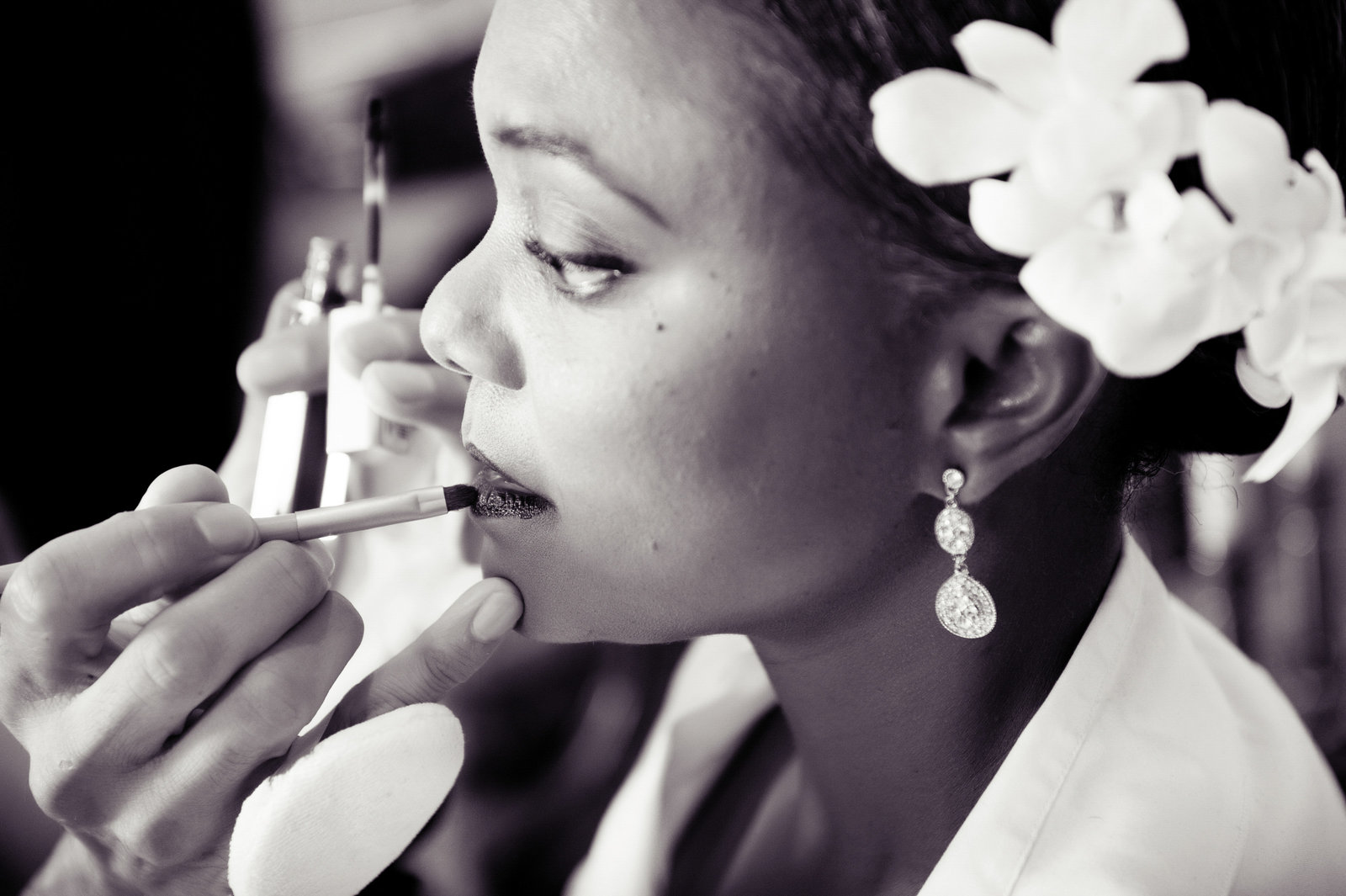 bride gets lipstick at marble collegiate church