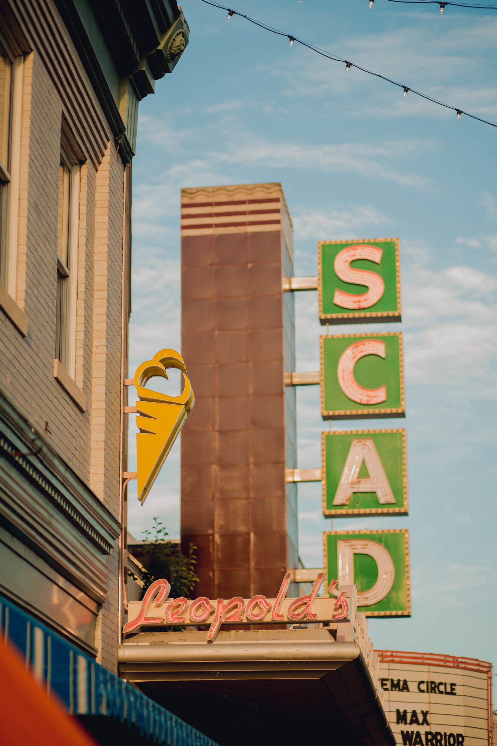 leopolds-scad-sign-wedding-savannah-georgia-kate-timbers-photography-2482