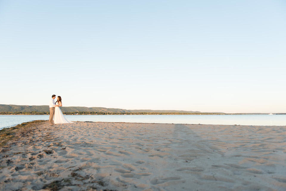 Alaa-Jad-Ottawa-Beach-Bridal-Shoot-Ali-Batoul-Creatives-124-1024x684(pp_w990_h661)