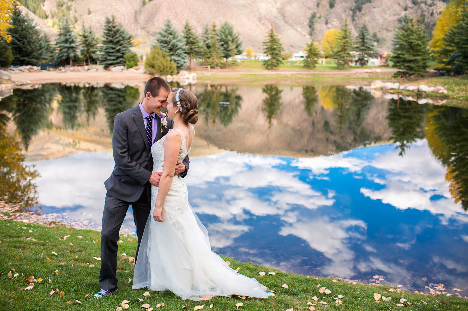 alice-che-photography-eagle-vail-pavilion-wedding-blue-sky-reflections