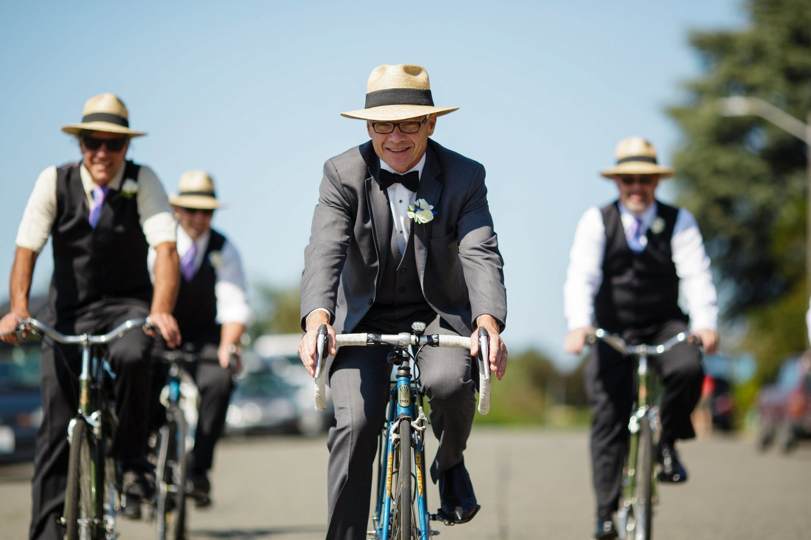 groomsmen-riding-bikes-to-ceremony