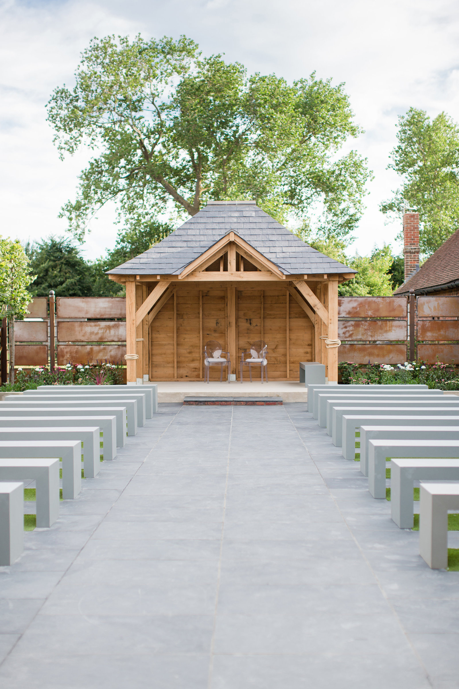 adorlee-2302-southend-barns-new-outdoor-ceremony