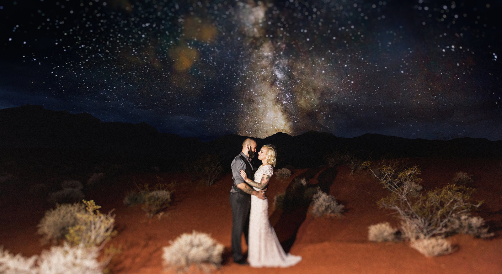 wedding couple kissing under stars in valley of fire