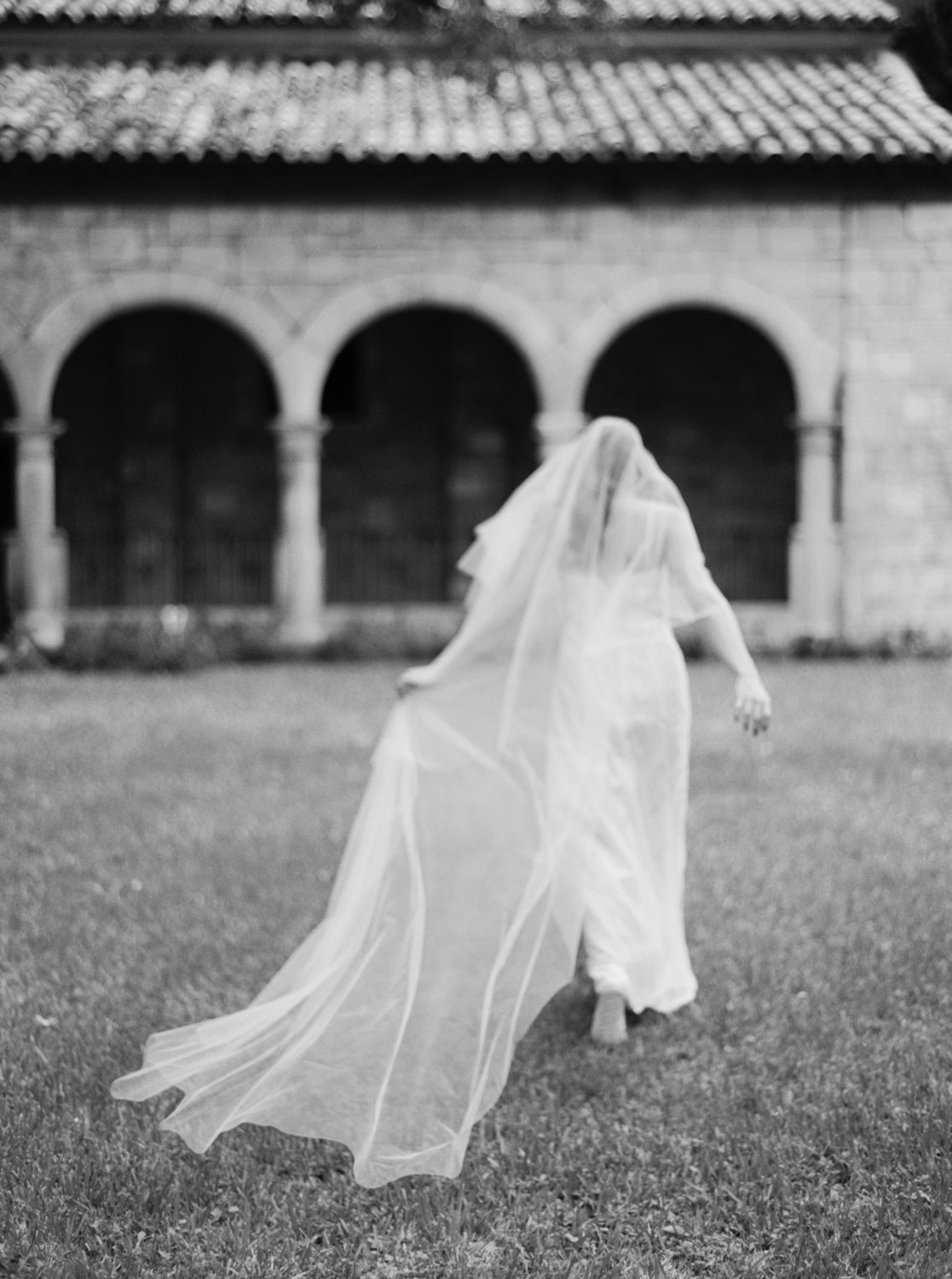 ancient-spanish-monastery-ethereal-lavender-editorial-melanie-gabrielle-photography-078