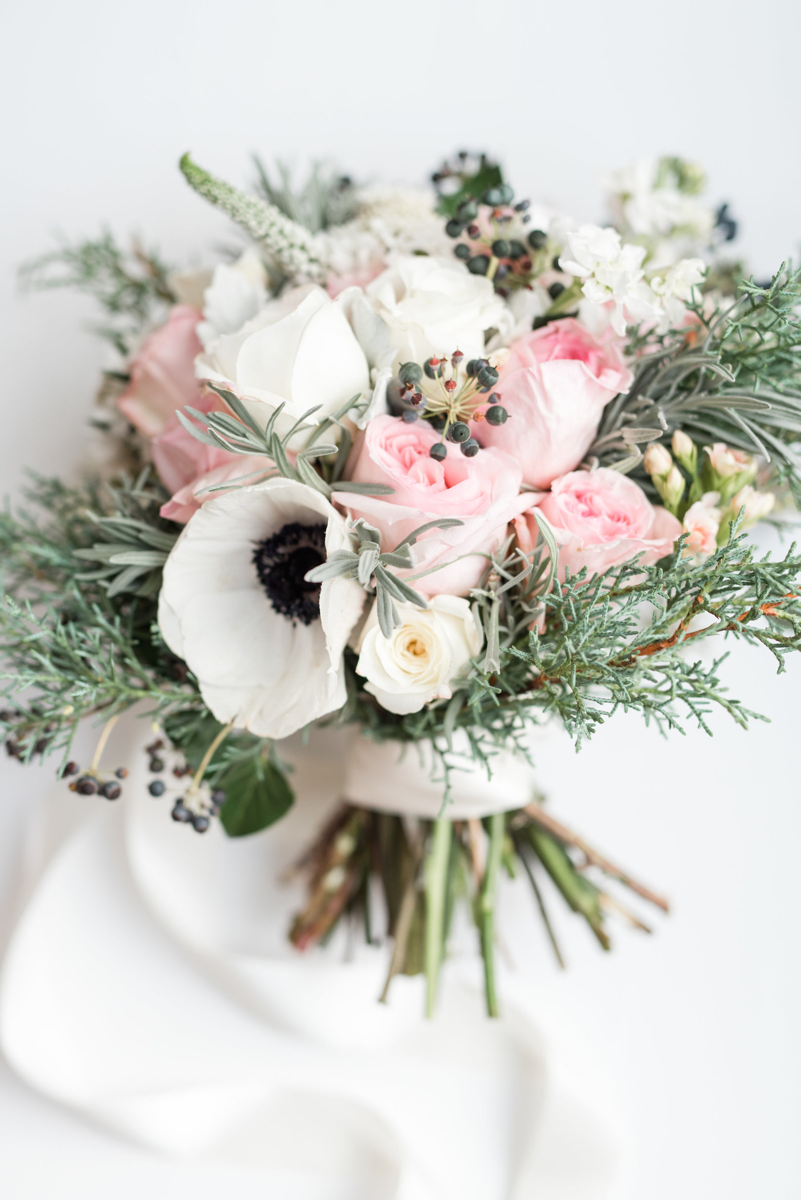 winter-wedding-bouquet-charlottesville-virginia-wedding-photographer-photo826