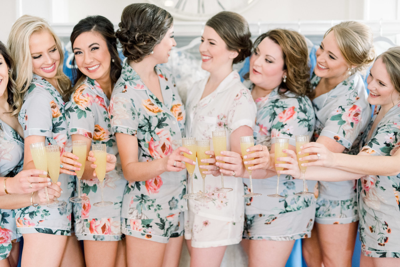 southern-blue-virginia-wedding-bridesmaids-robes-champagne-photo480