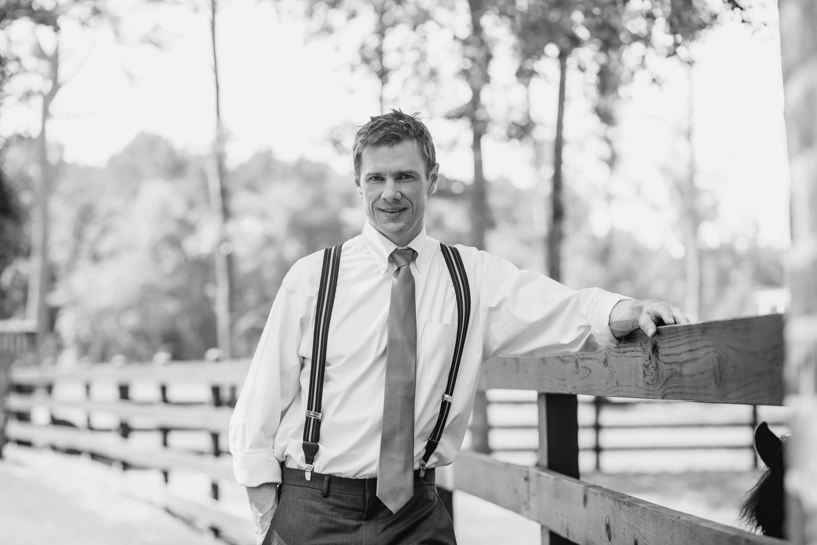 groom-horse-ranch-spring-lookbook-pepper-plantation-black-white-blush-makeup-kate-timbers-photography110