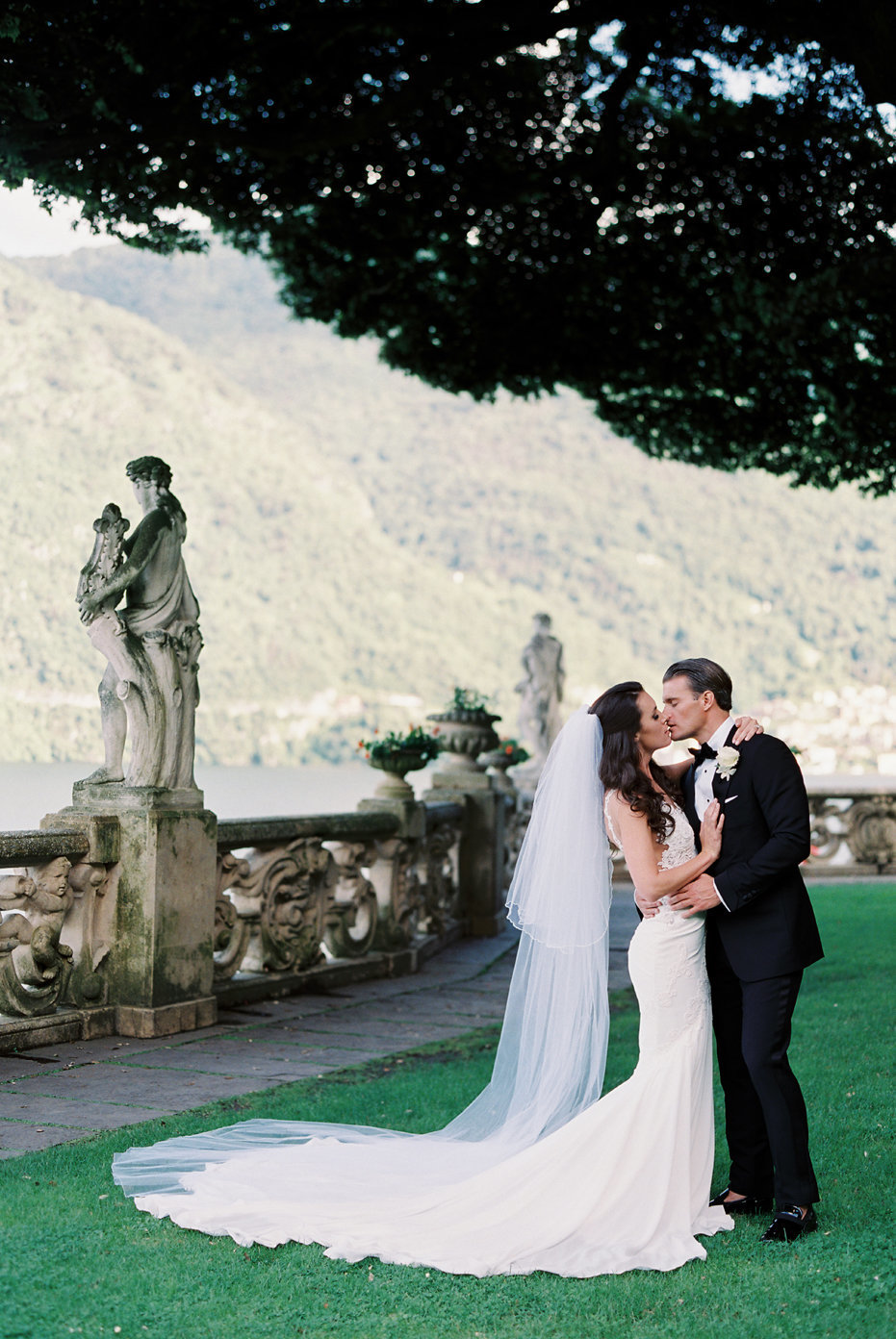 lake_como_italy_villa_balbianello_destination_wedding_melanie_gabrielle_042