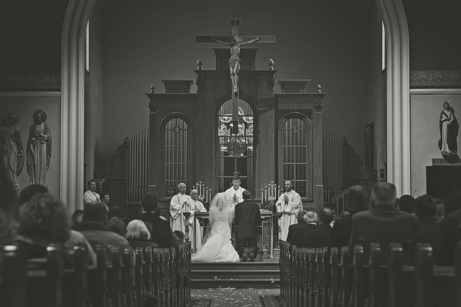 wedding | elizabeth street photography | black and white | wedding ceremony | Valley City, ND