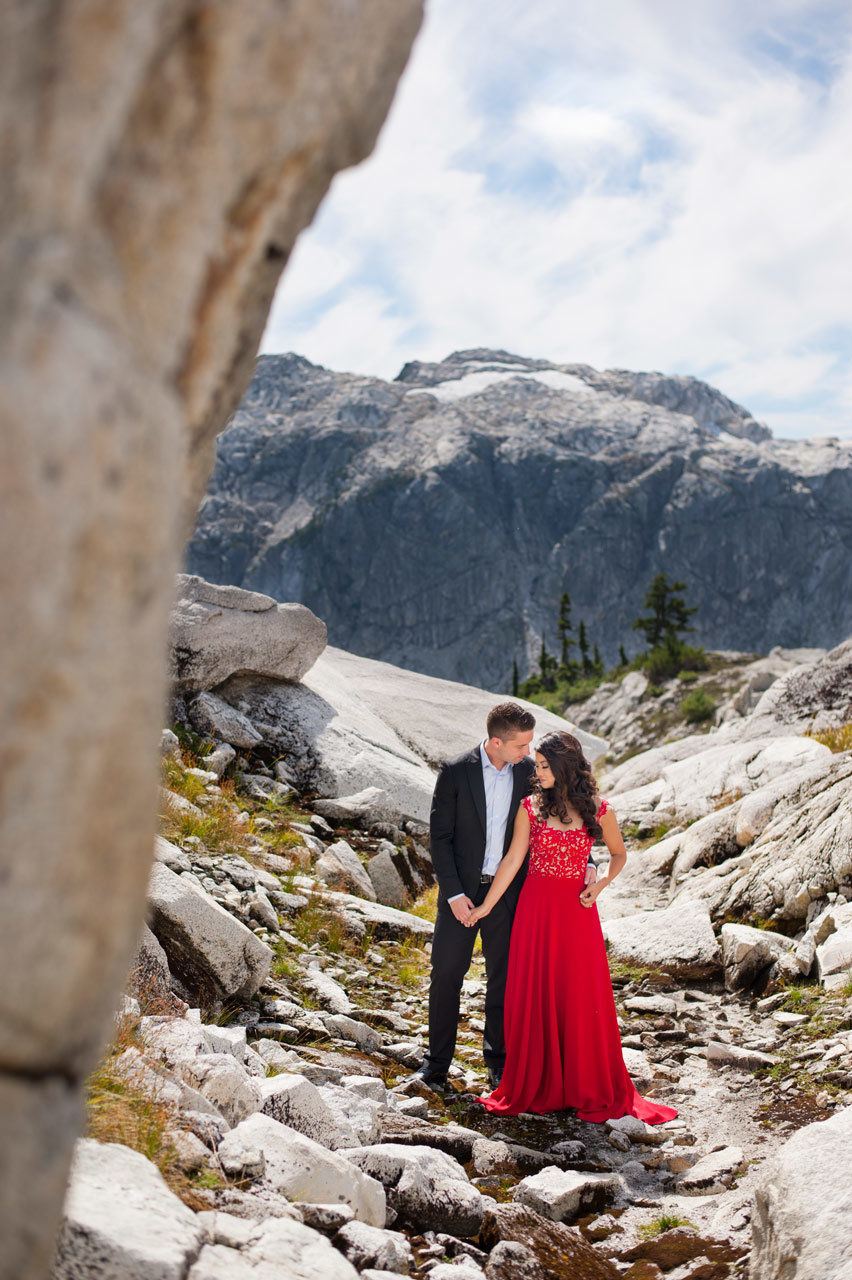 vancouver-wedding-photographer-best-wedding-photographer-mountain-engagement-photos-JD062