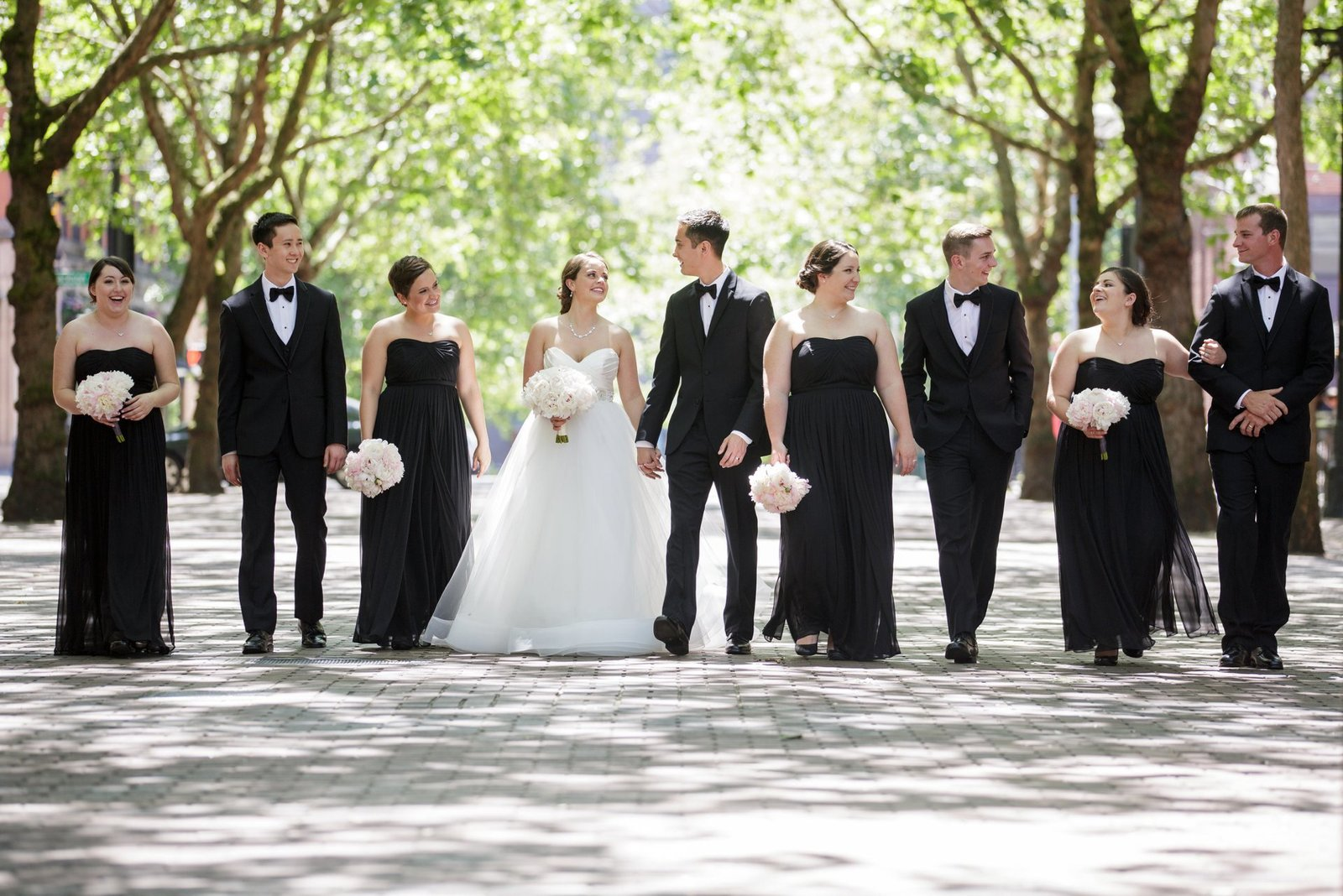 big-bridal-party-wedding-photos