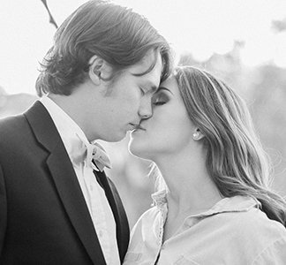 kissing-couple-engagement-photography-lindsey-larue-photo
