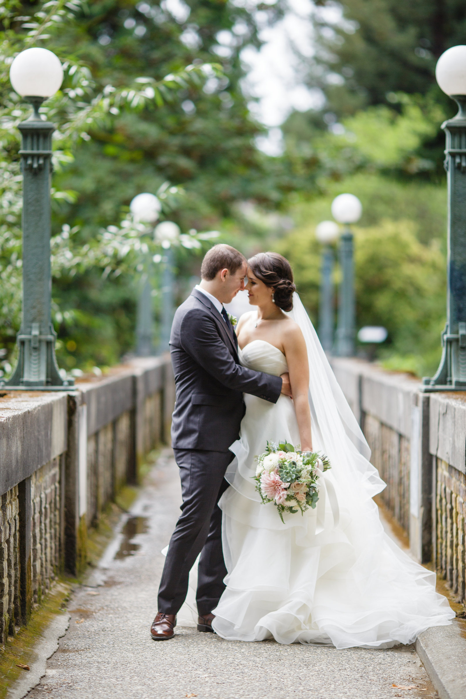 wedding-photos-on-bridge-in-atlanta-downtown