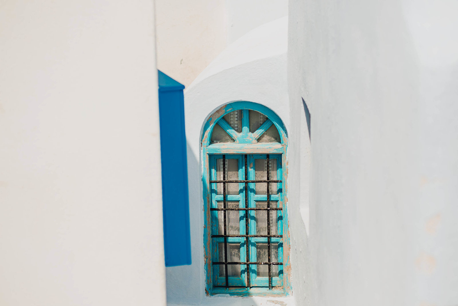 teal-window-pyrgos-destination-travel-santorini-wedding-kate-timbers-photo-2705