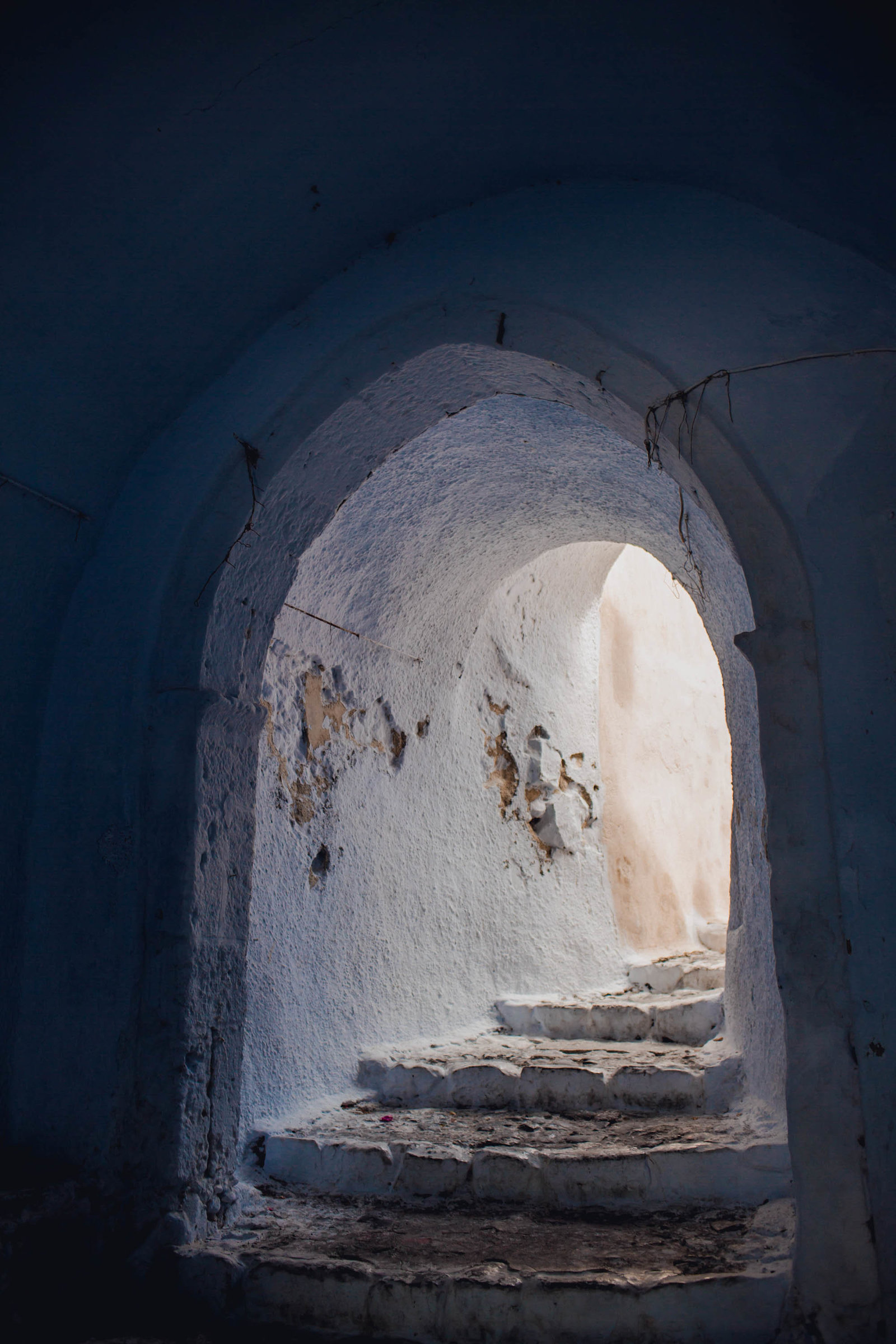 blue-tunnel-pyrgos-destination-travel-santorini-wedding-kate-timbers-photo-2689