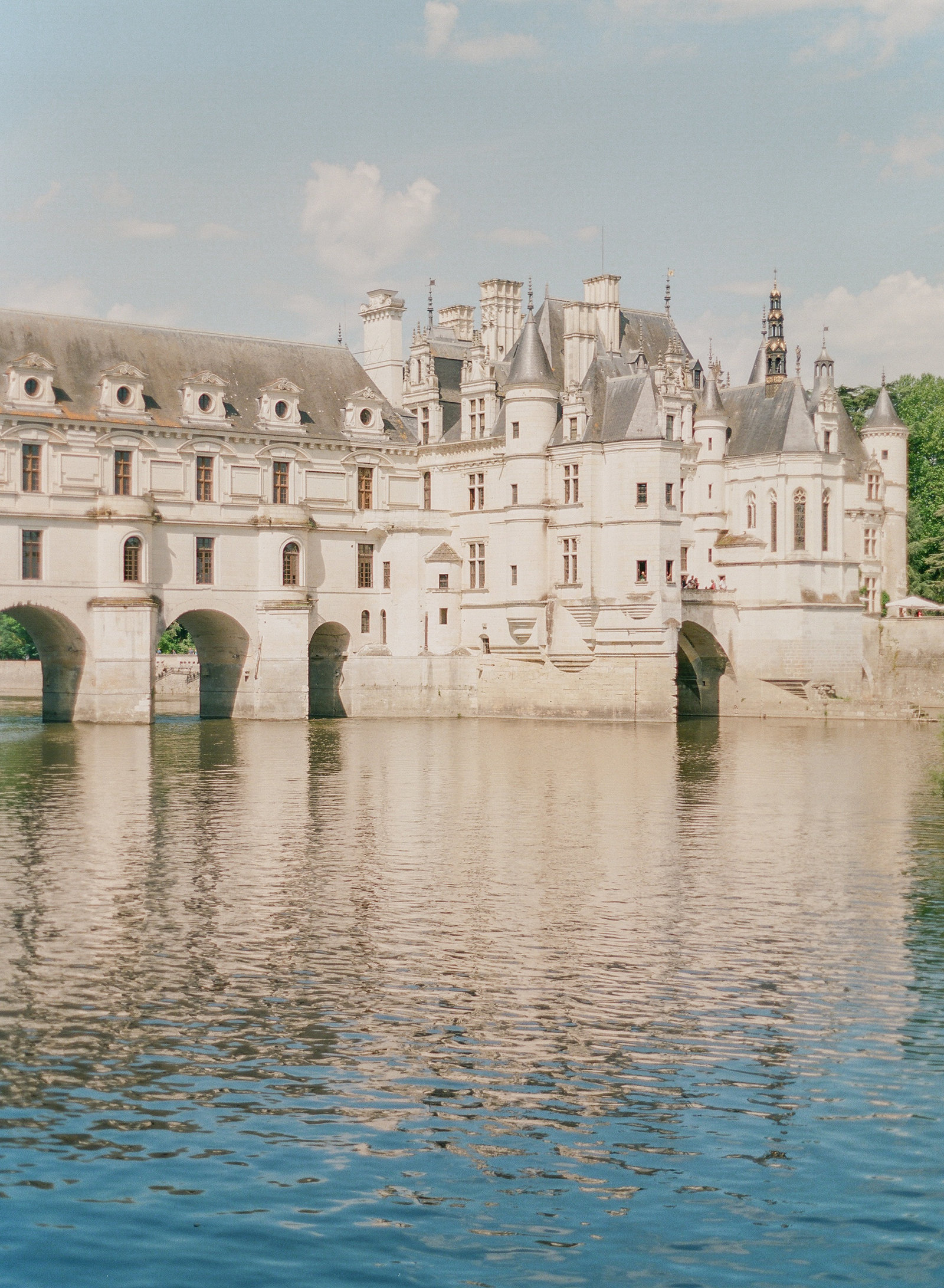 Chateaux de Chenonceau. France chateaux. French chateaux. Loire Valley. Best chateaus in the Loire Valley. Loire Valley wedding. Chateaux wedding. Chateau wedding. Paris wedding photographer. Paris wedding photography. France wedding photographer. Paris destination wedding.