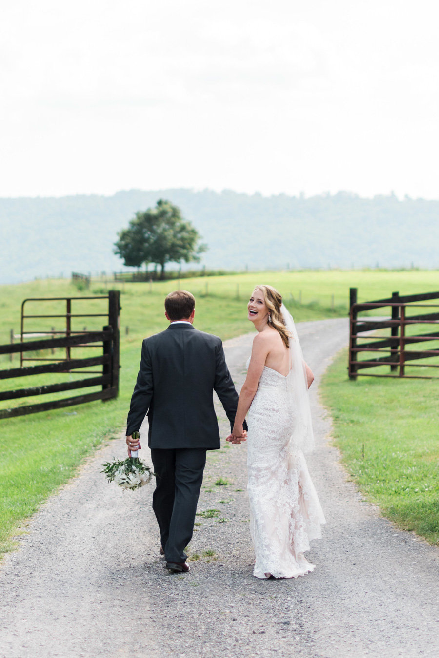 Intimate-Barn-Lewisburg-Wedding-photos-by-carrie-b-joines (5)
