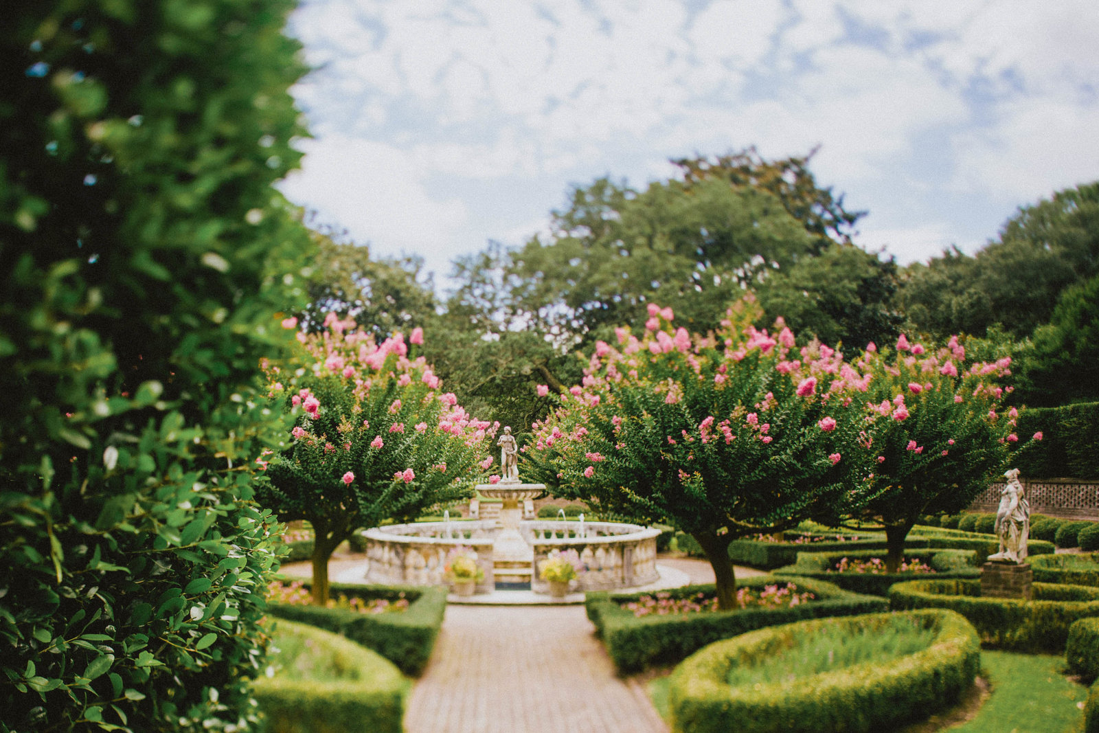 statue-manicured-elizabethan-gardens-nature-outer-banks-nc-kate-timbers-photography-1608