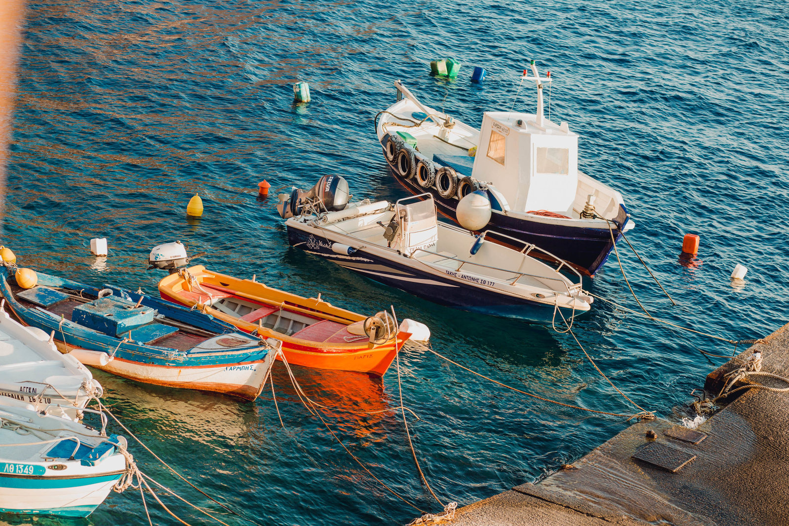 boats-dock-amoudi-bay-destination-travel-santorini-wedding-kate-timbers-photo-2652
