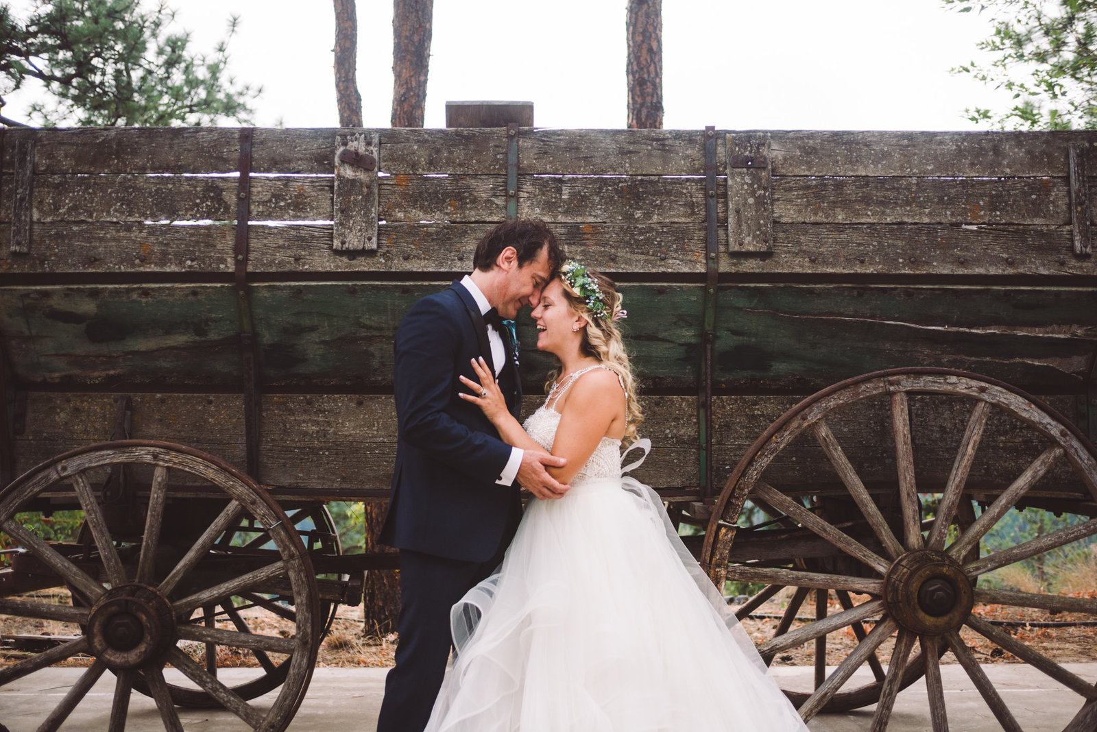 Beautiful wedding at Powers Creek Retreat during wildfire season
