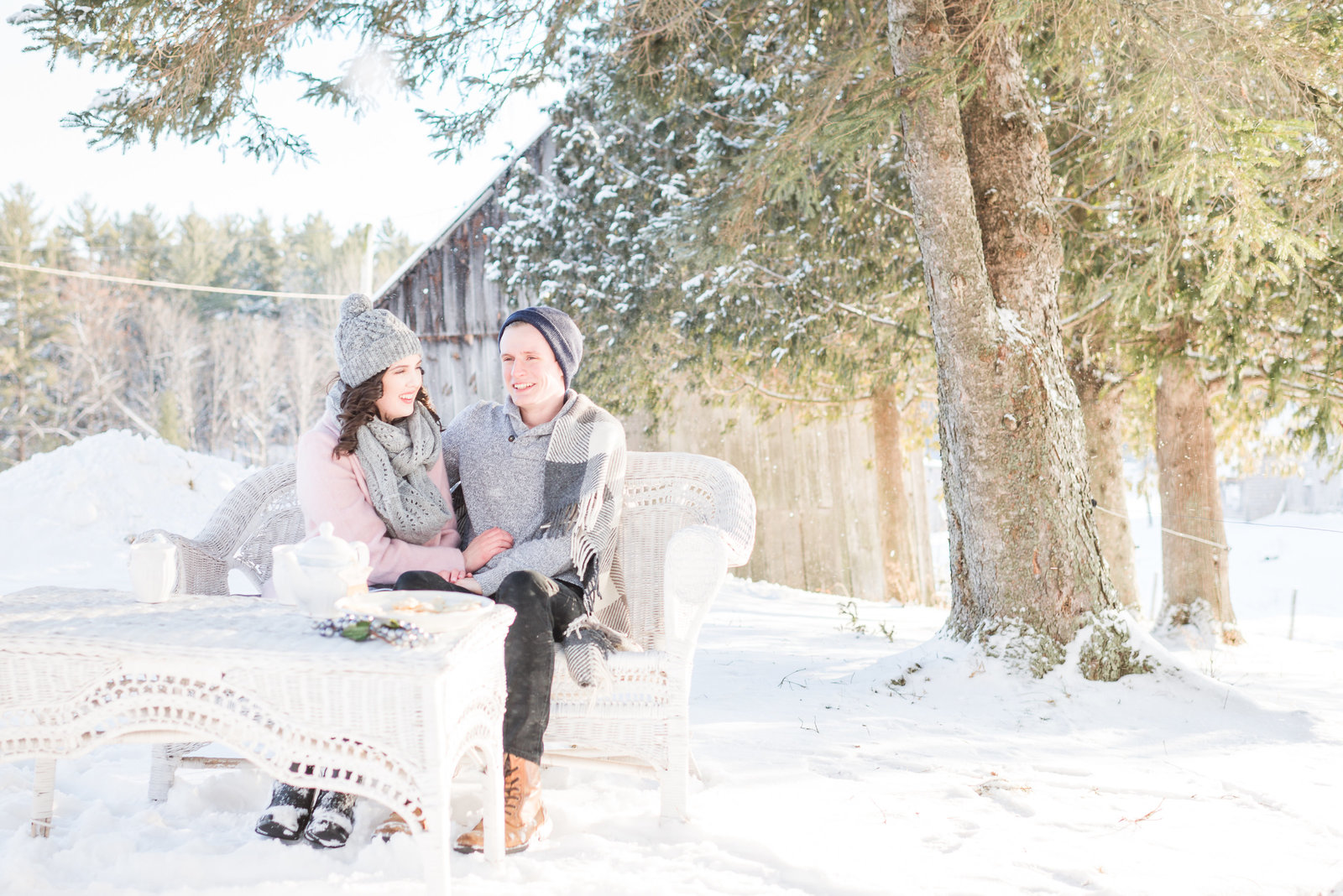 Cozy-Winter-Engagement-Photos-Photos-Val-des-monts-161355