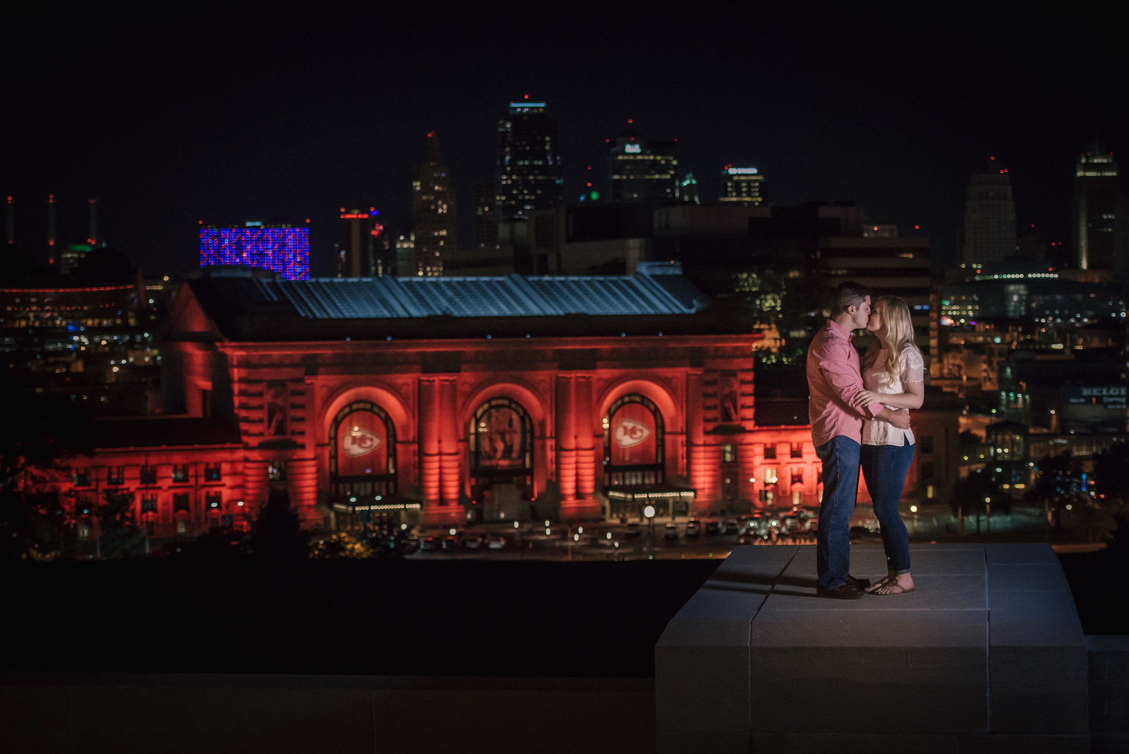 couple kissing in front of Union Station Kansas City