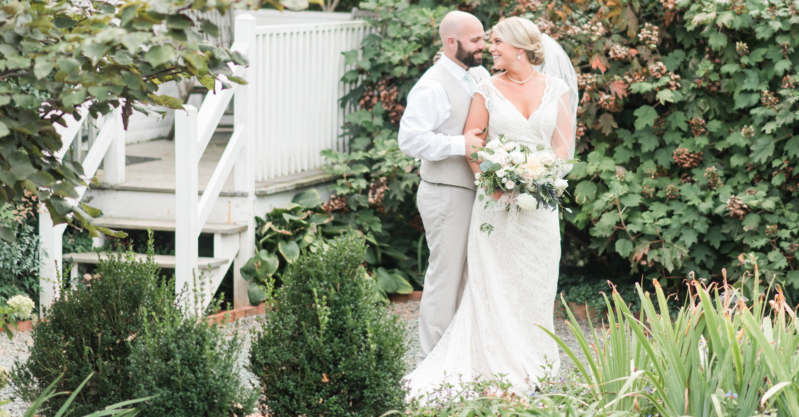 southern rustic wedding at clifton inn in charlottesville virginia by norfolk va wedding photographer