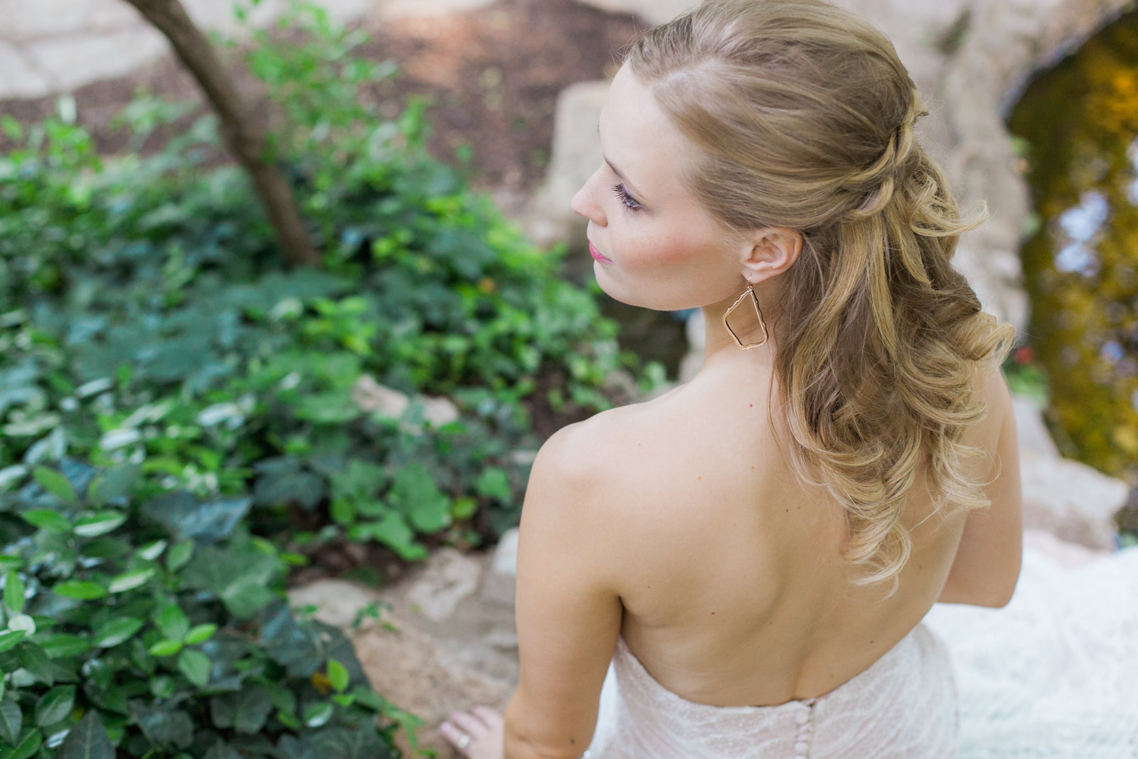 Austin Family Photographer, Tiffany Chapman, bride from back