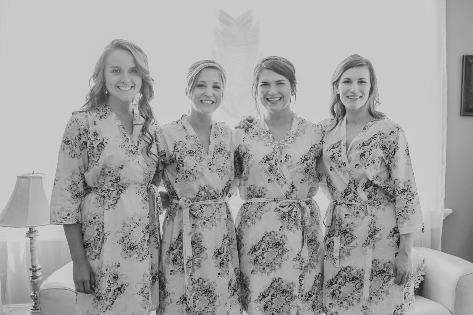 Picture of bride & bridesmaids getting ready in floral robes | Susie Moreno Photography