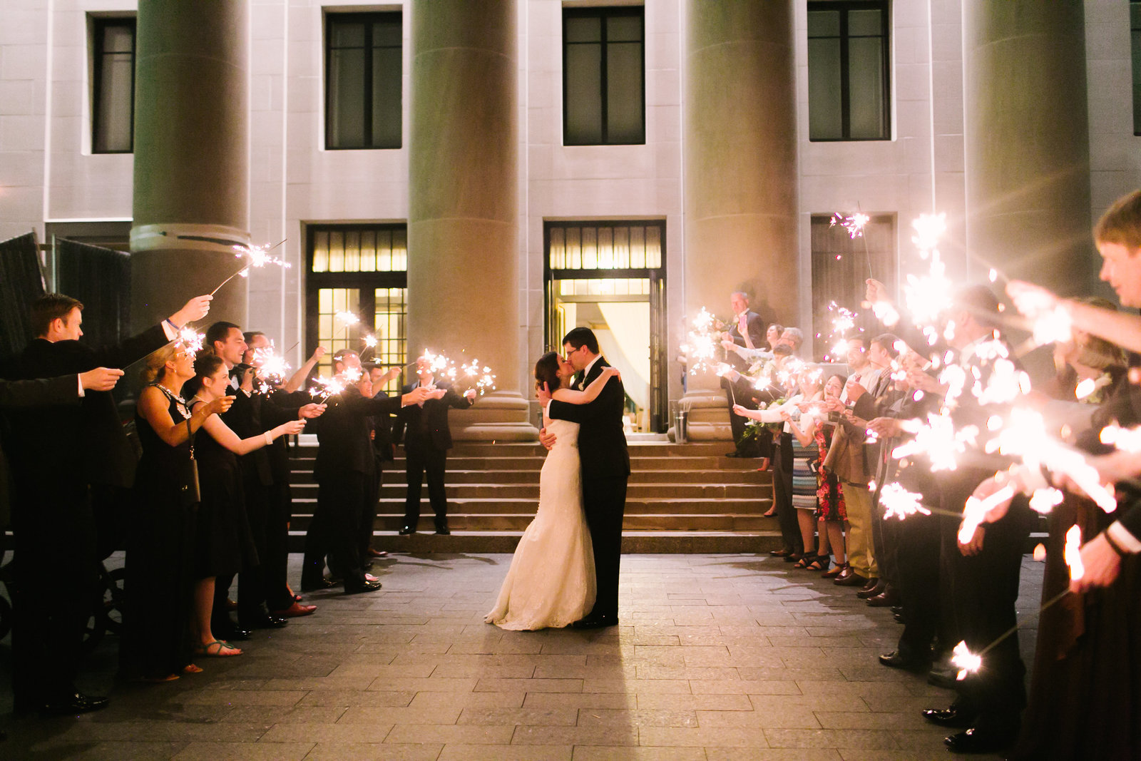 Nelson-Atkins-Kansas-City-Luxury-Sparkler-Exit-Wedding-Planning-Madison-Sanders-915