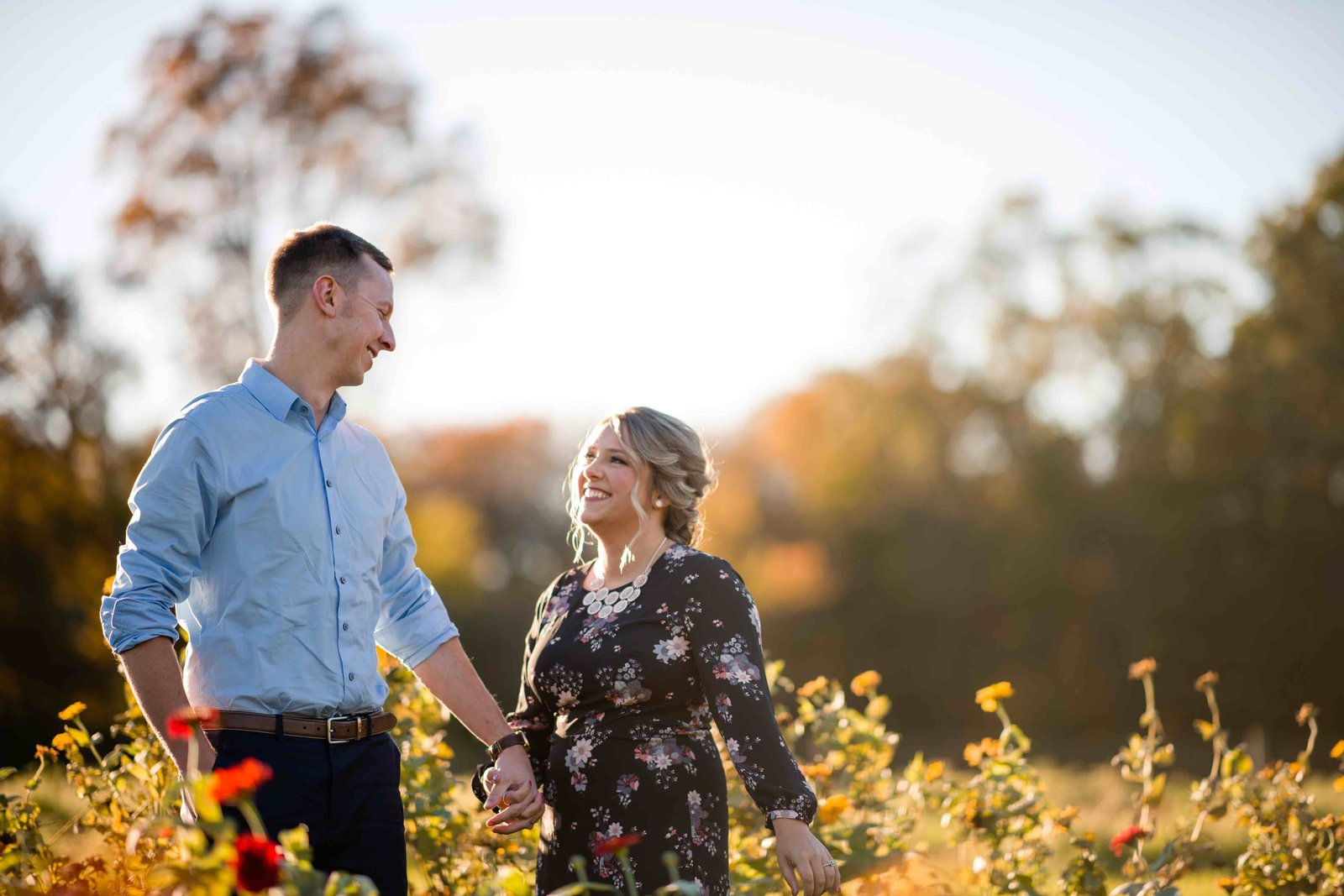 05 wildflower engagment photos for great river golf club wedding
