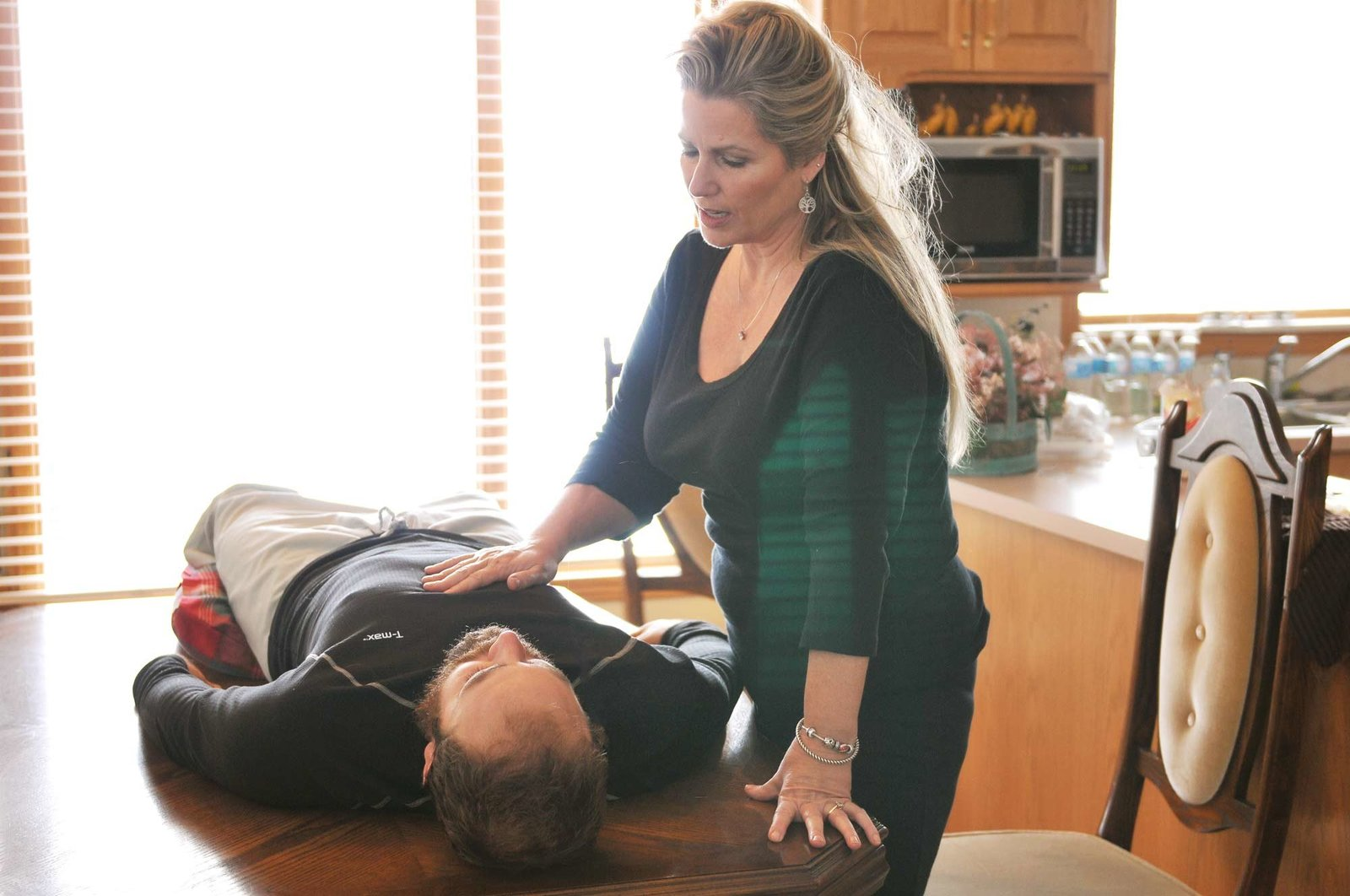 MelodyThomas-working-on-JM-Massage-Therapist-by-Melissa-E-Earle-Mee