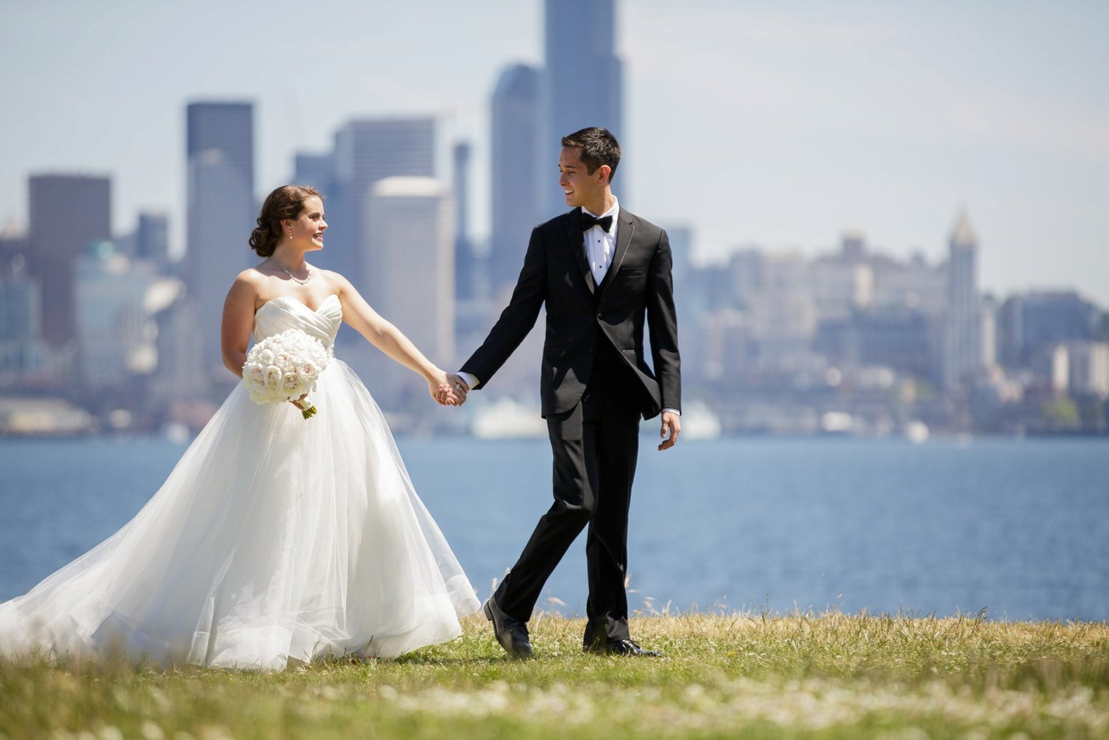 wedding-photography-with-seattle-skyline