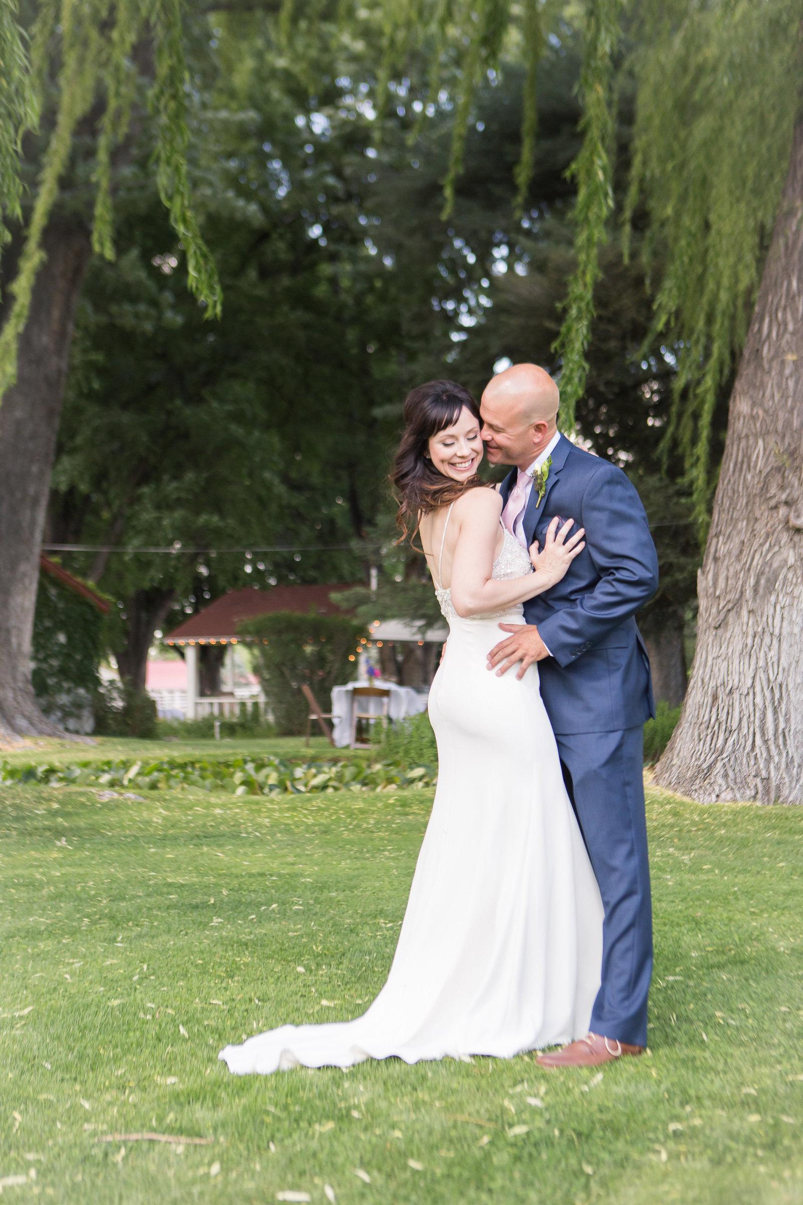 COUPLE POSING Desert Oasis Wedding  |  Round Lens PhotographyJune75