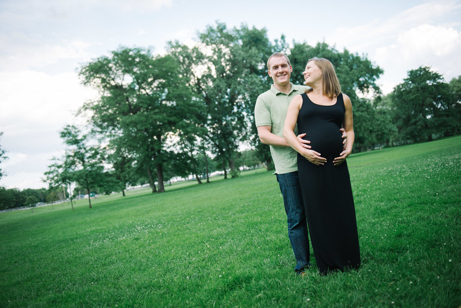 Chicago portrait, Lincoln Park, maternity, pregnant couple.