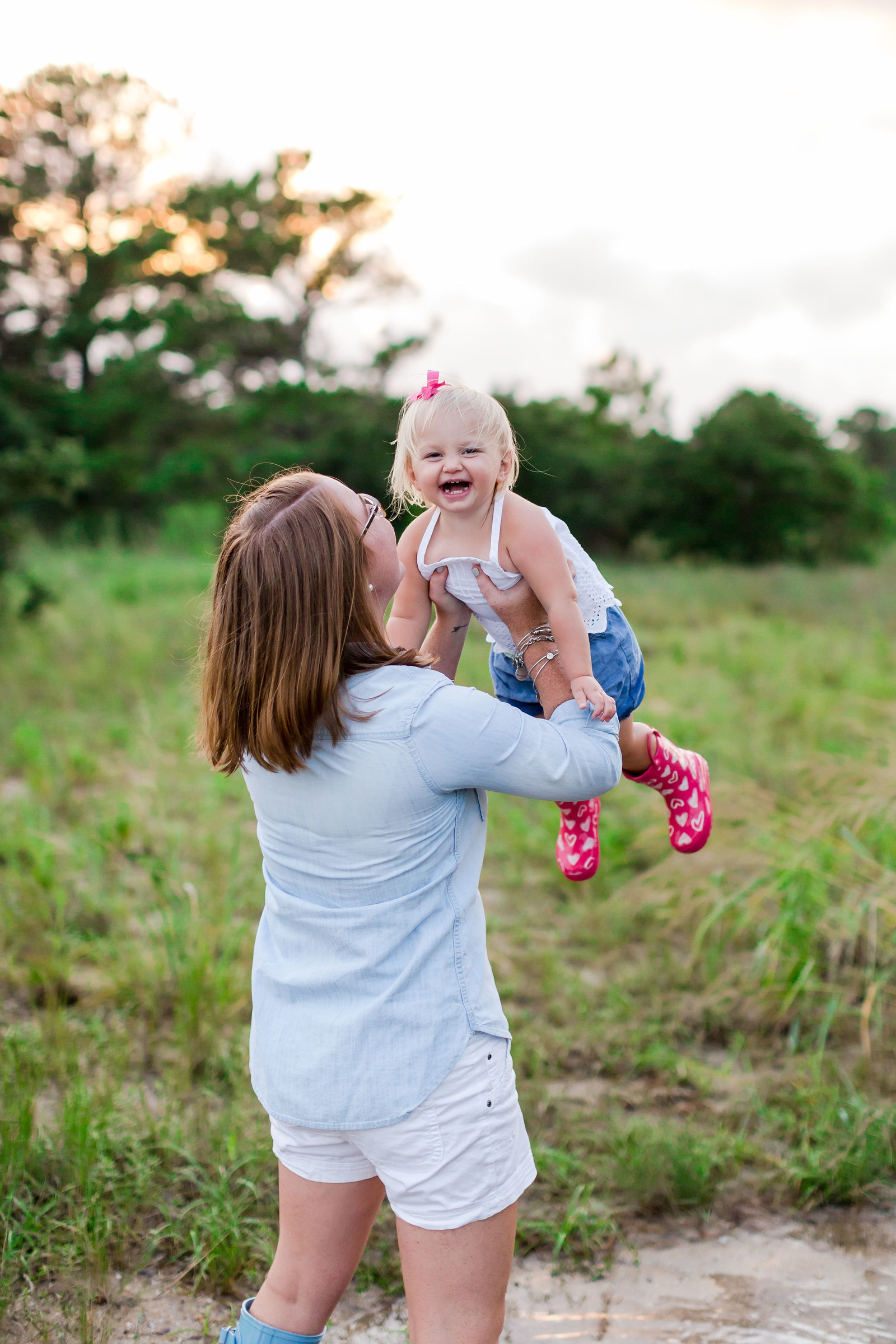 beautiful lifestyle mommy and me session shot by brooke tucker photography