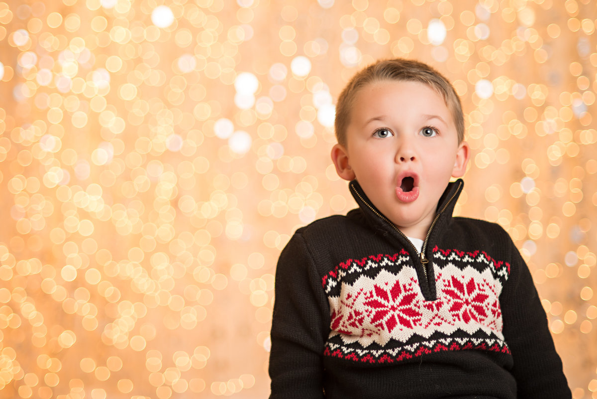 caitlin-chadwick-studios-holiday-mini-portrait-beautiful-brunette-hazel-eyed-boy-child-gold-festive_0003