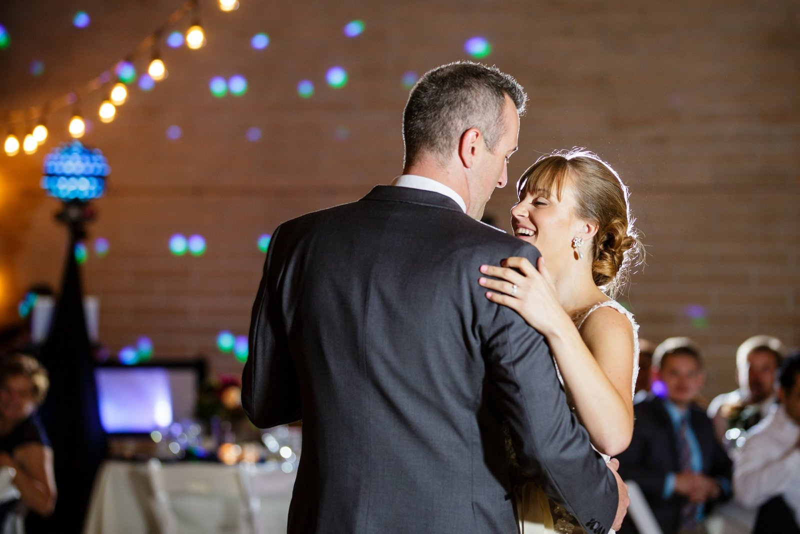 first-dance-lighting-wedding-photgoraphers
