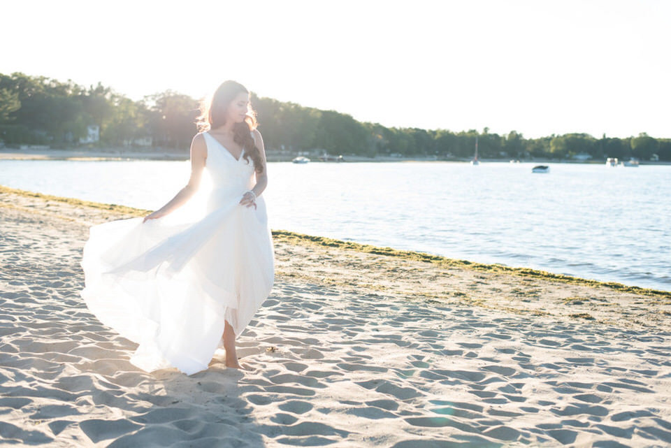 Alaa-Jad-Ottawa-Beach-Bridal-Shoot-Ali-Batoul-Creatives-92-1024x684(pp_w990_h661)