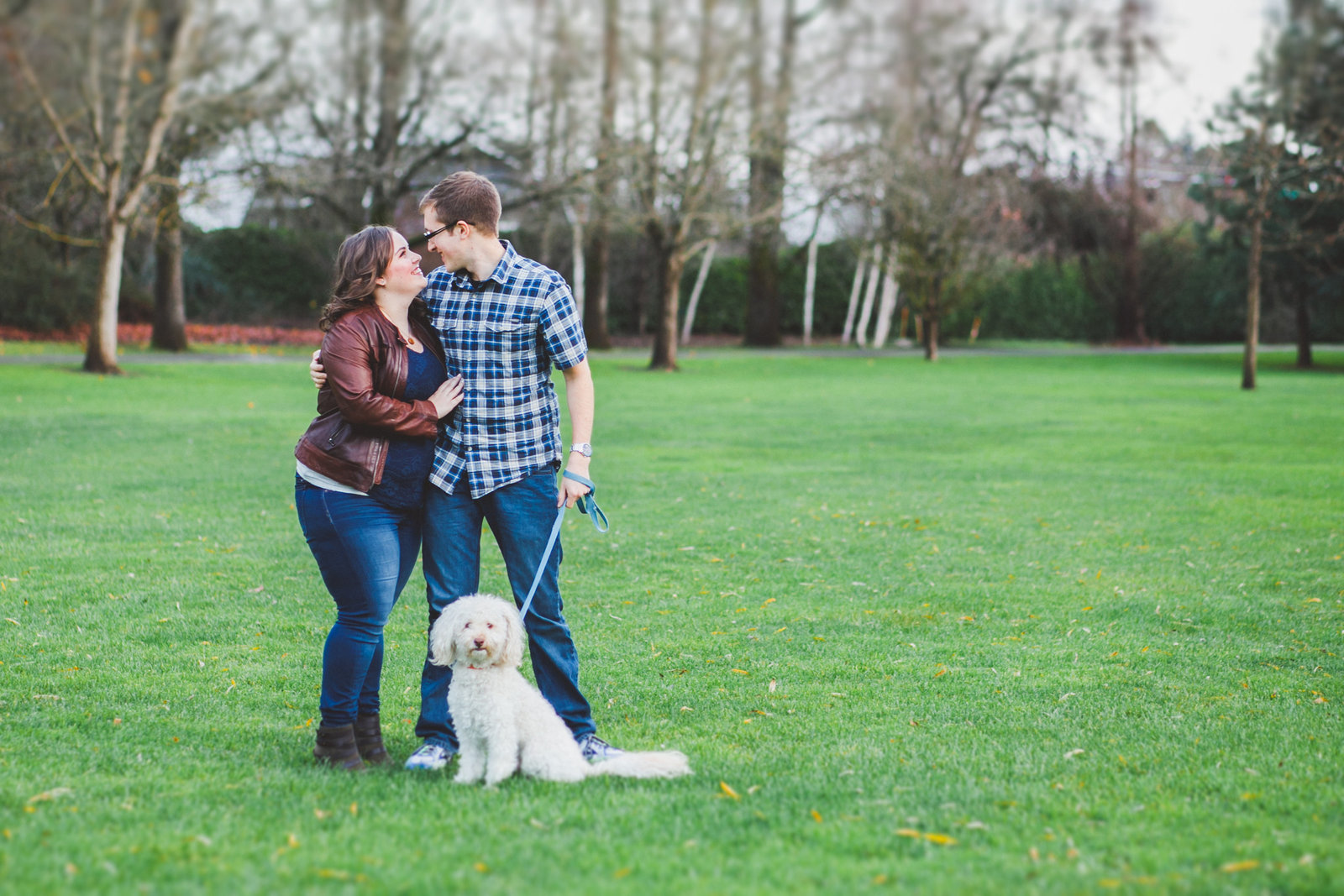 Portland engagement photo with a dog | Susie Moreno Photography
