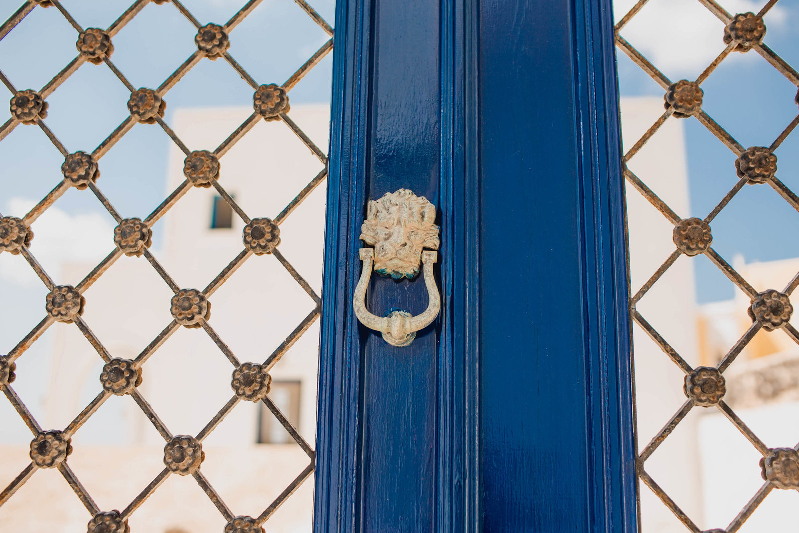 door-knocker-pyrgos-destination-travel-santorini-wedding-kate-timbers-photo-2732