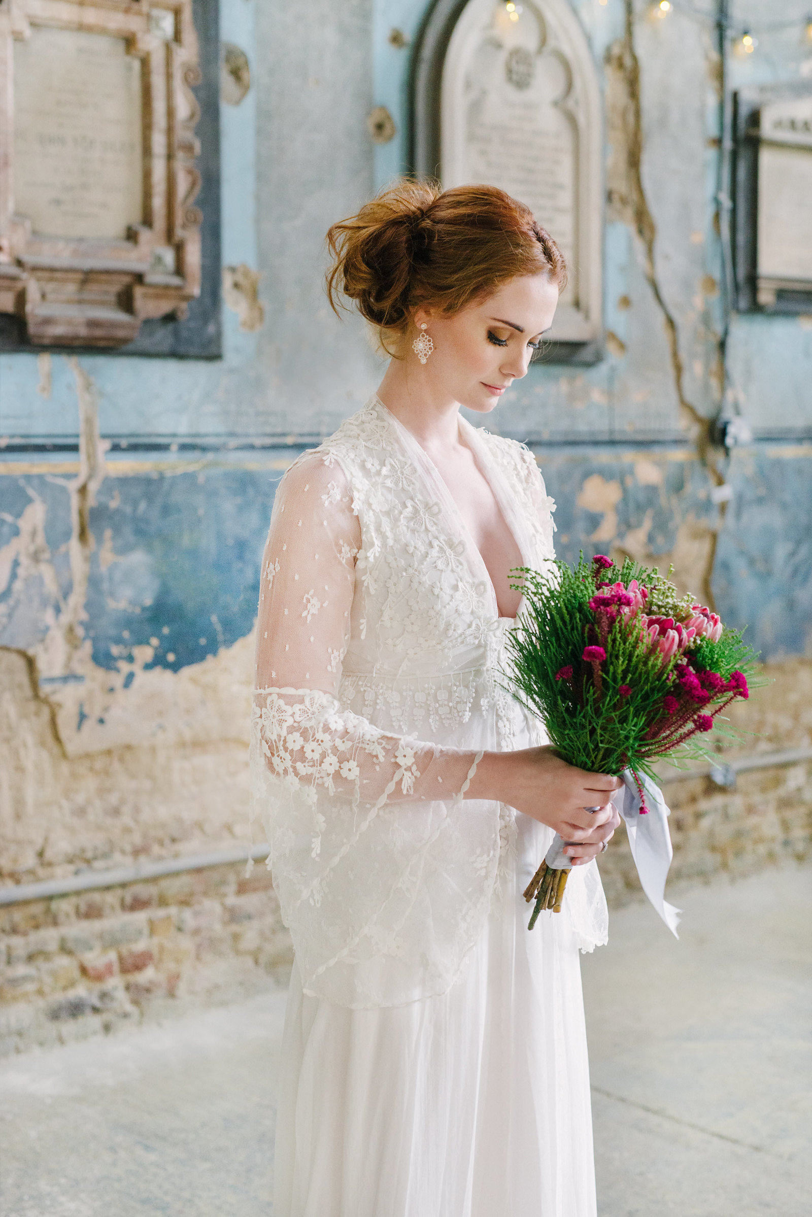 Ivory_silk_antique_lace_bohemian_wedding_dress_JoannelemingDesign_SussieMellstedtPhoto (2)