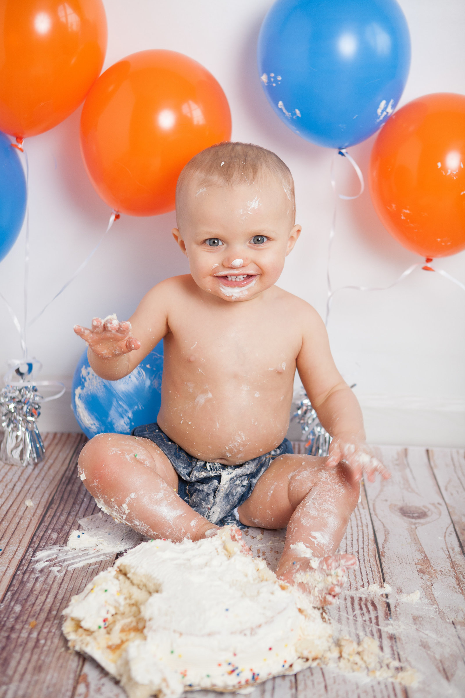 Trumbull CT baby boy first birthday cake smash by Hudson Valley photographer in Cornwall NY photography studio