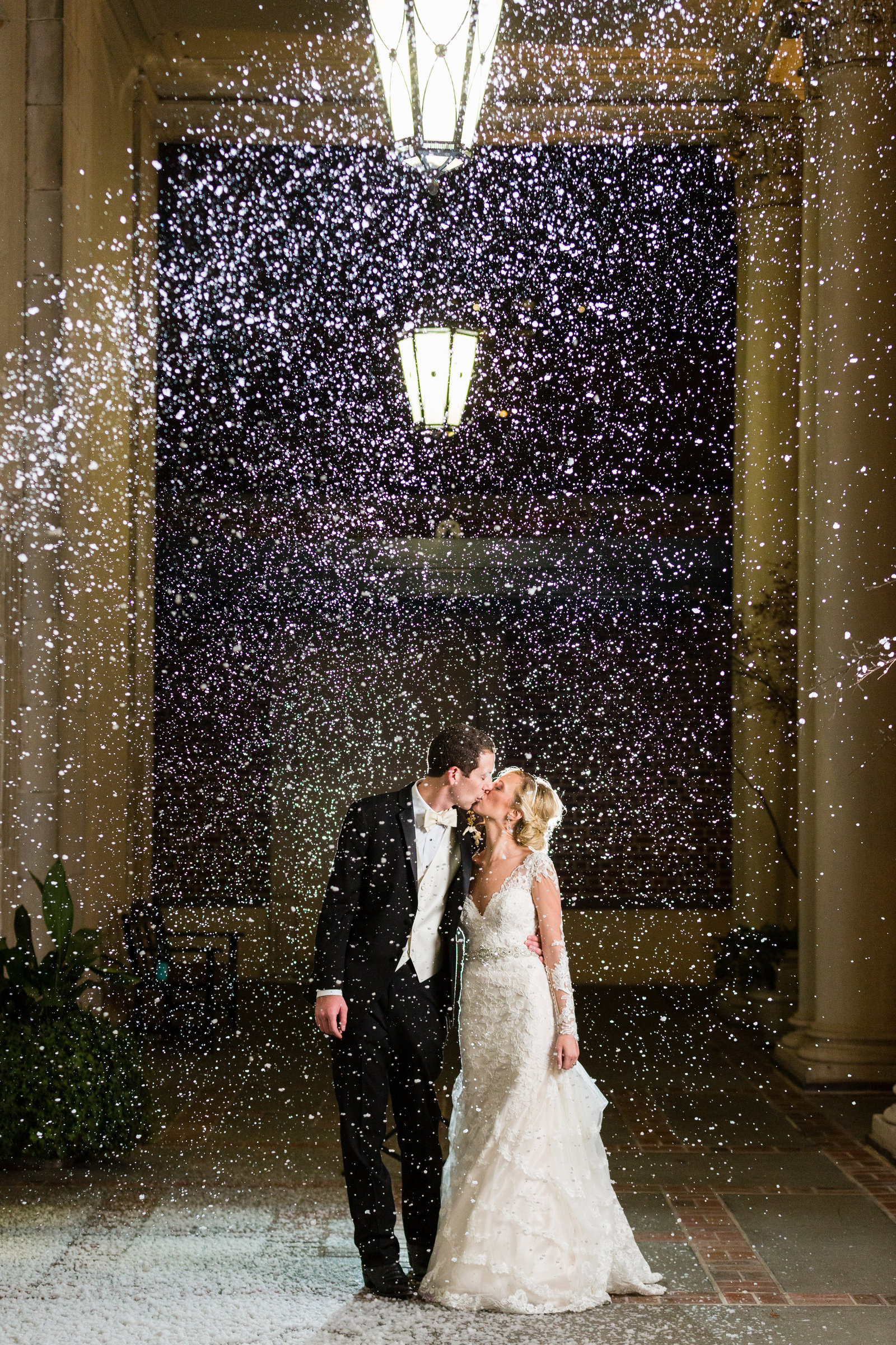 snow-machine-for-wedding-exit
